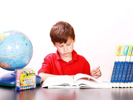 2017<a href=http://www.ieltschn.com target=_blank class=infotextkey>雅思</a>写作高分话题素材:读书是否比看电视,玩游戏对儿童成长更好图1